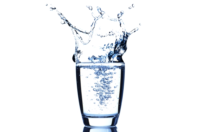 shutterstock_127629347 glass of water with splash Feb15