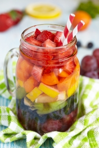 shutterstock_195071285 jamjar pint with fruit