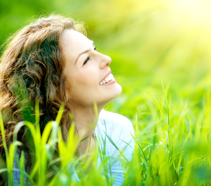 shutterstock_137699207 woman smiling in the sun Mar15