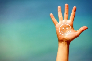 shutterstock_197966453 hand and suncream smile Mar15