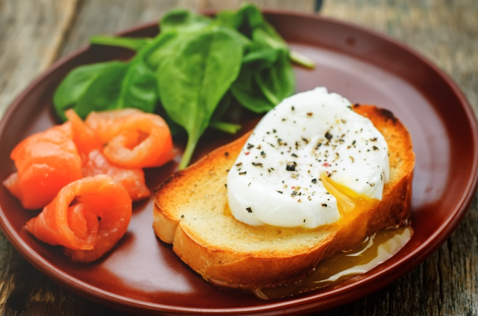 shutterstock_241351633 egg, salmon and spinach Mar15