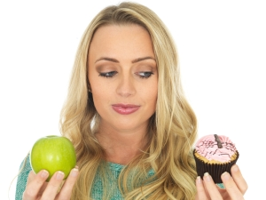 shutterstock_237555907 cake v apple with woman Apr15