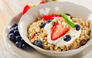 shutterstock_250057099 cereal with berries May15