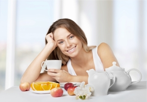 shutterstock_298560638 woman with breakfast Aug15