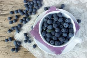 shutterstock_300718592 bilberries Aug15