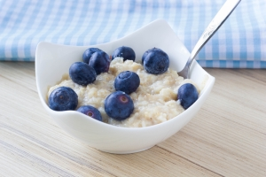 shutterstock_270983405 porridge and blueberries Sept15