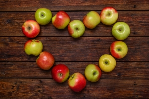 shutterstock_258157253 apples in heart shape Oct15