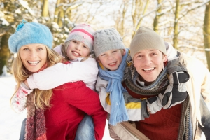 shutterstock_46989997 family in the snow Oct15