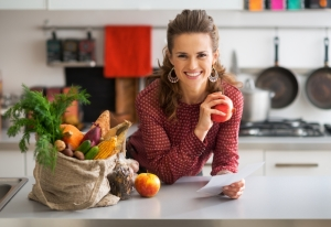 shutterstock_249406810 woman eating on a budget Nov15