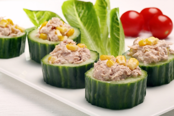 shutterstock_236341678 tuna on cucumber Dec15