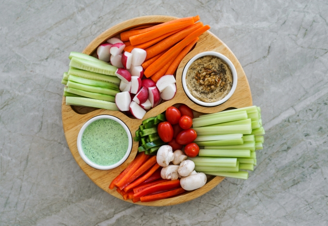 shutterstock_257592838 hummus and crudites Dec15