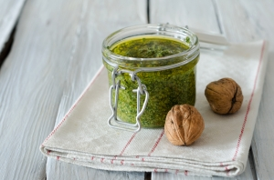 shutterstock_298034351 walnut pesto Mar16