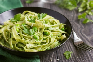 shutterstock_247682437 pesto pasta May16
