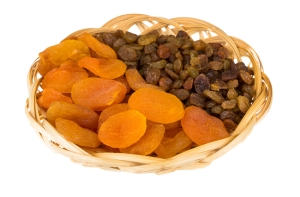 shutterstock_350298476 dried apricots and raisins May16
