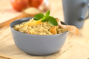 shutterstock_166492592 quinoa porridge with apple June16