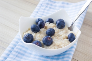 shutterstock_270983414 porridge with blueberries June16