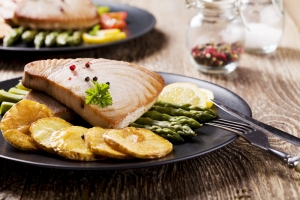shutterstock_289157948 tuna steak June16