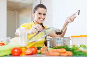 shutterstock_216988255 woman cooking in kitchen Aug16
