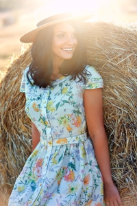 shutterstock_454844614 woman hay field summer Aug16