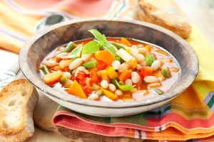 shutterstock_81711964 minestrone soup Aug16