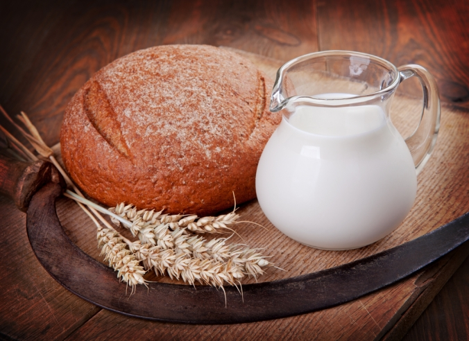 shutterstock_112059566-bread-and-milk-sept16