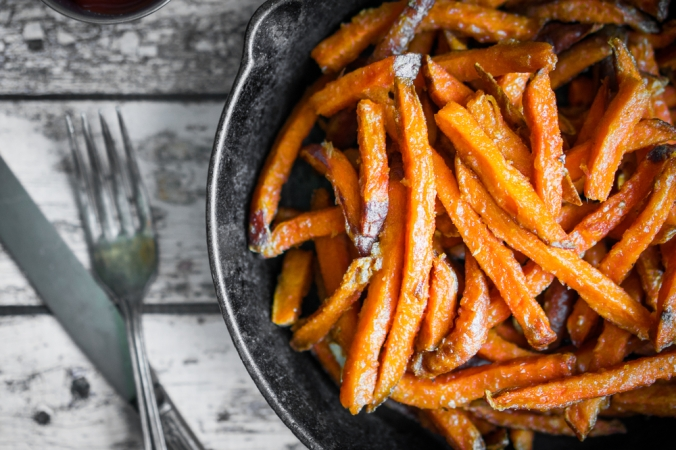shutterstock_320940146-sweet-potato-fries-sept16