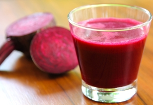 shutterstock_86000653-beetroot-juice-detox-sept16
