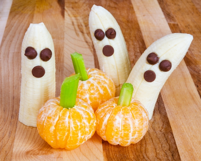 shutterstock_148718873-healthy-halloween-bananas-oct16