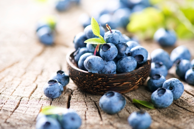 shutterstock_321102602-blueberries-in-bowl-oct16
