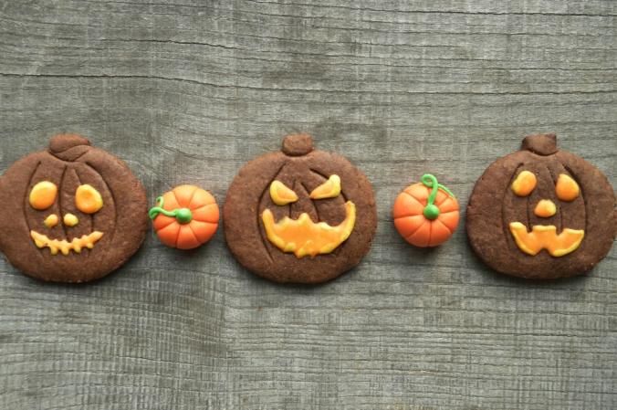 shutterstock_325258949-pumpkin-halloween-cookies-oct16