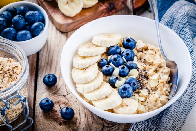 Porridge topped with bananas and blueberries