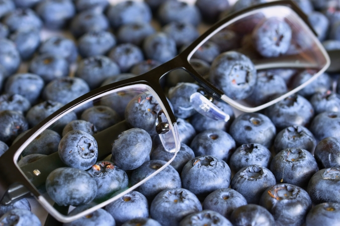 shutterstock_482631757-blueberries-eyes-glasses-vision-oct16