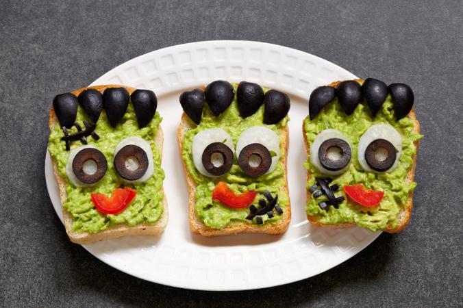 shutterstock_483294583-healthy-halloween-guacamole-oct16