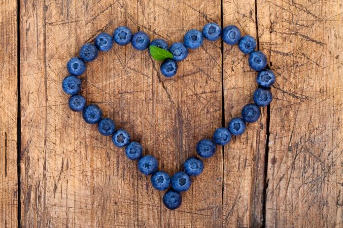 shutterstock_83679952-blueberries-heart-oct16