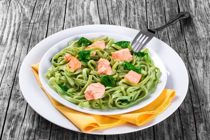 shutterstock_423495658-lunch-salmon-pasta-nov16