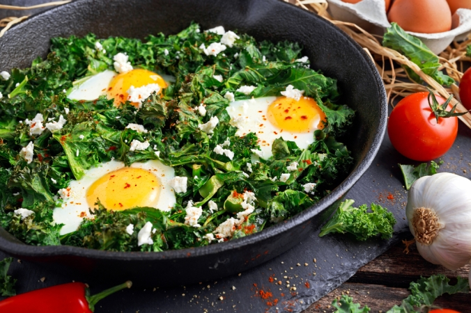 shutterstock_488572450-eggs-and-kale-nov16