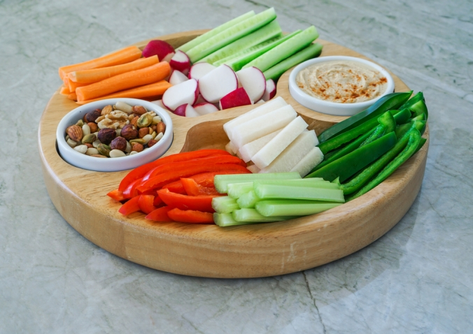 shutterstock_495222628-hummus-and-veg-crudites-nov16