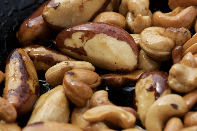 shutterstock_455303803-roasted-nuts-dec16