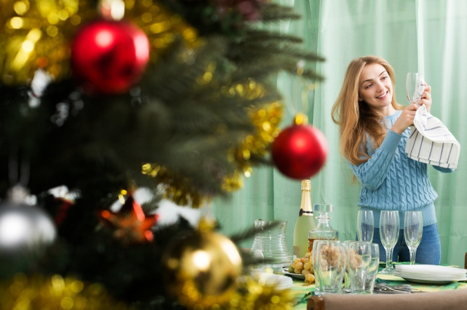 shutterstock_525678592-woman-planning-christmas-party-dec16