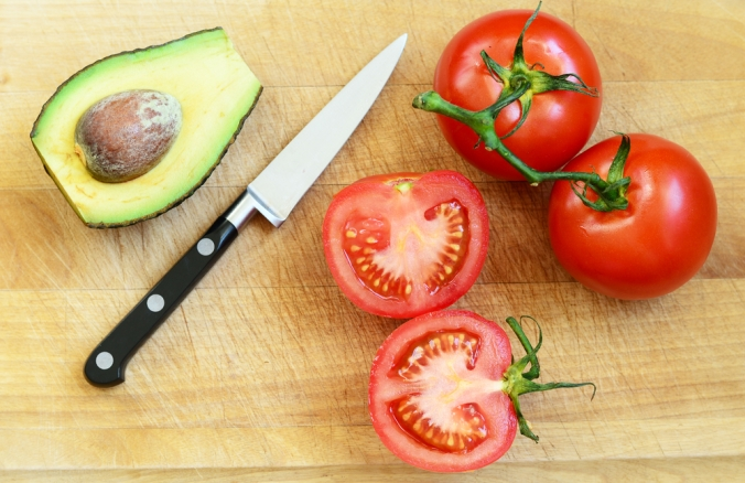 shutterstock_288341690-tomato-avocado-jan17