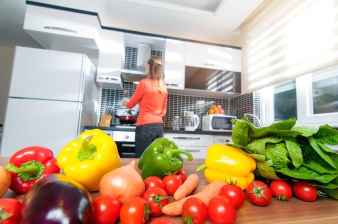 shutterstock_266477000-woman-food-prep-kitchen-feb17