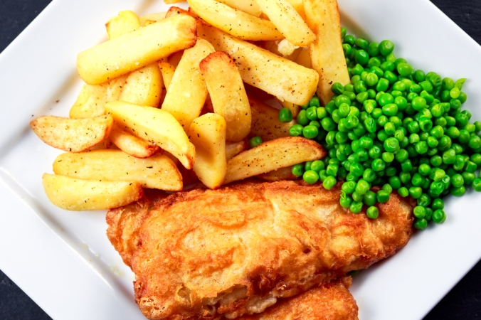 shutterstock_366655679-fish-chips-peas-feb17