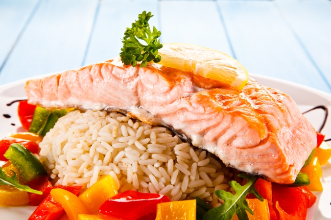 Brown rice with salmon fillet amd vegetables