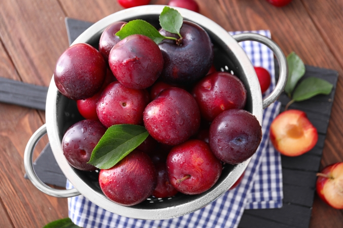 A bowl full of plums