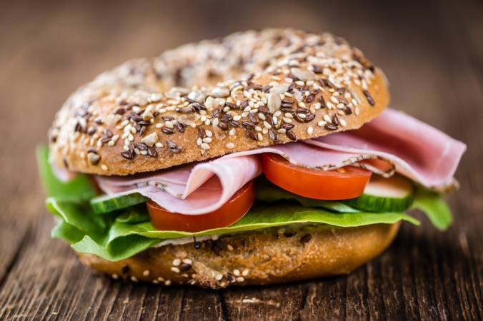 A wholemeal bagel with ham and salad