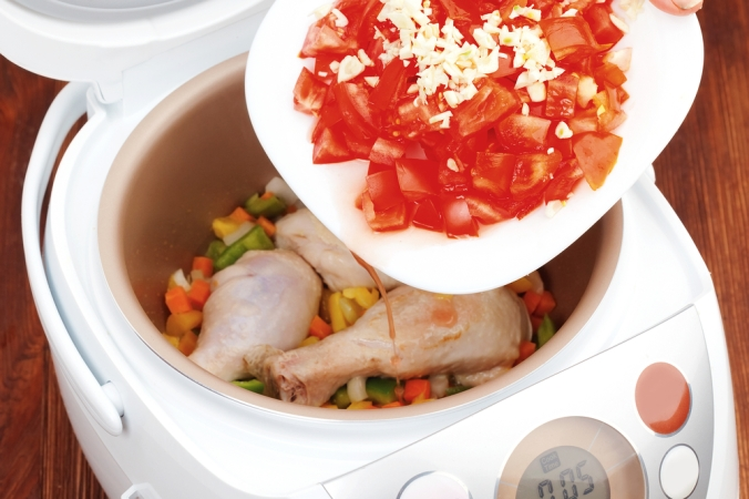 Slow Cooker with chicken legs and vegetables