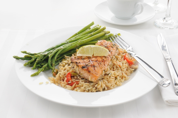 Salmon, brown rice and asparagus dish