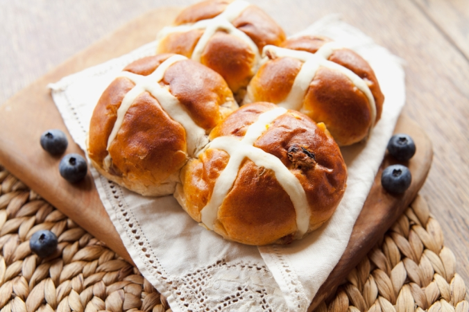 shutterstock_1016929156 hot cross buns Mar21