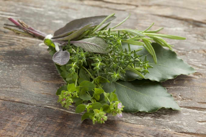 Fresh,Bouquet,Garni,With,Different,Herbs,On,An,Old,Wooden