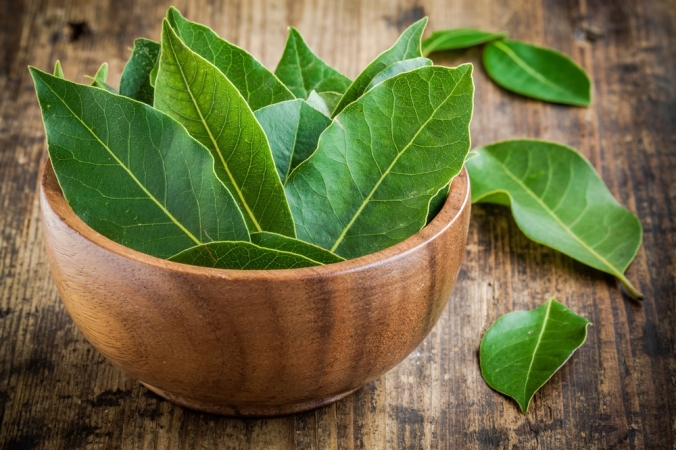 Fresh,Bay,Leaves,In,A,Wooden,Bowl,On,A,Rustic